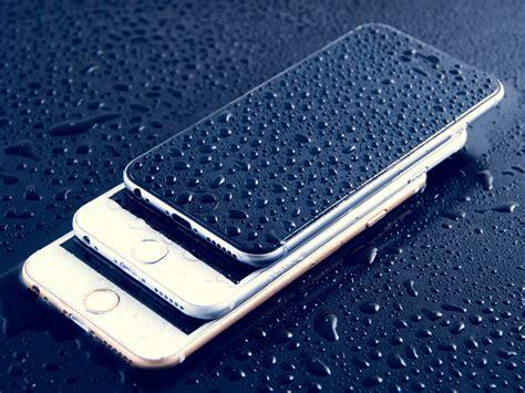 Apple: in arrivo iPhone funzionante sott'acqua e con tripla fotocamera