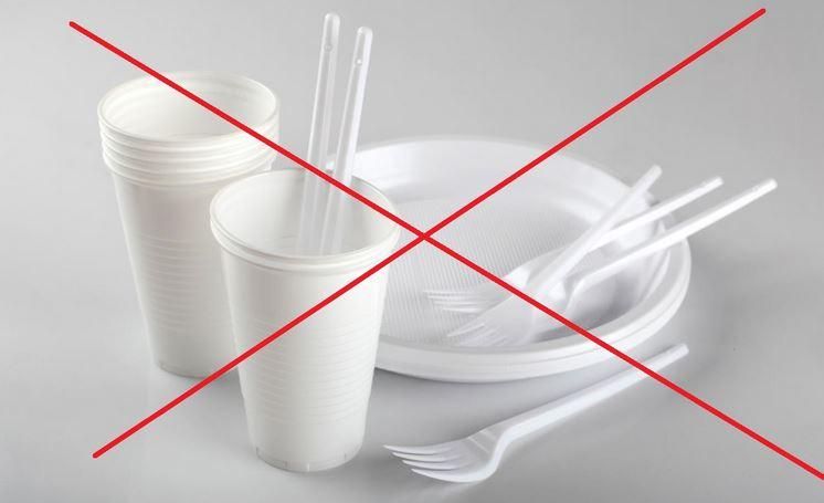 Ue, è ufficiale: stop a plastiche monouso dal 2021